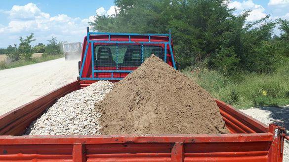 Доставка на :пясък ;чакъл;филц и др..Извозване на строителни отпадъци.