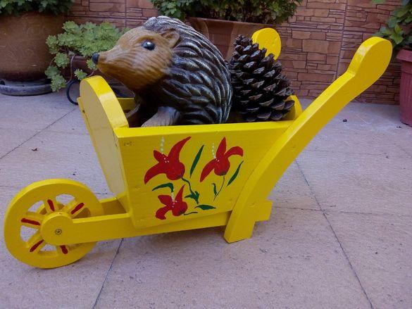 Ръчно изработена дървена количка