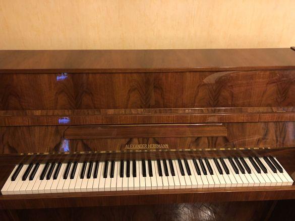Продавам пиано Александър Херман