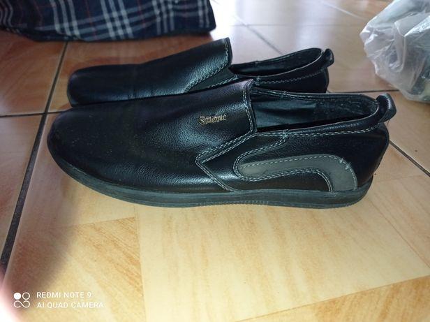 Продам обувь мальчиковскую