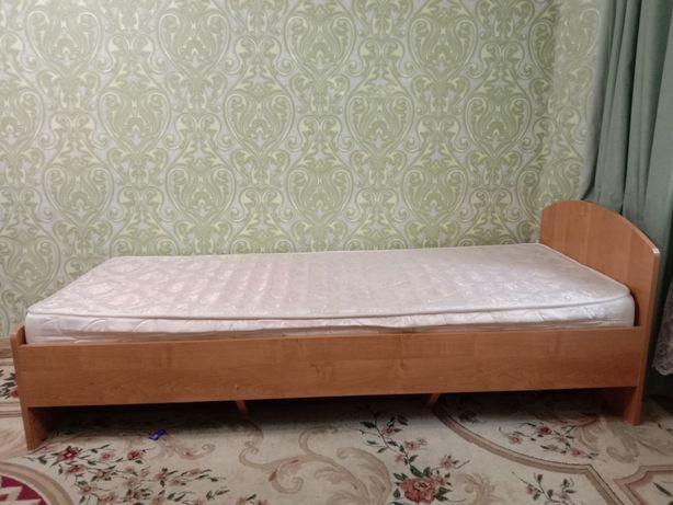 Продается кровать с матрасом, в отличном состоянии