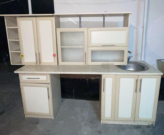 Продам кухонную гарнитуру