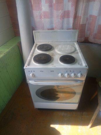 Продам электро плиту нововятка.