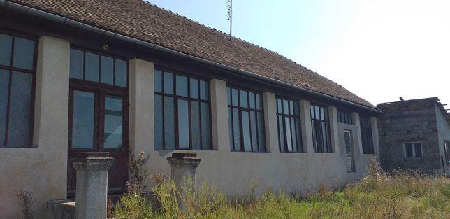 Vand casa cu teren in Dinias