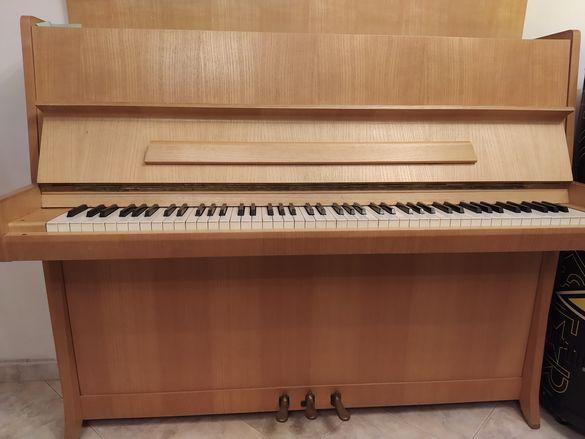 Пиано на легендарната марка Петроф
