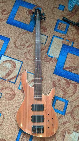 Продам бас гитару Cort c4h