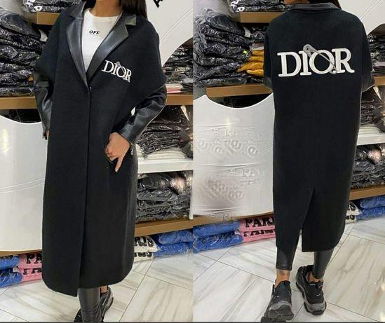 Палто Dior от естествена вълна с кожена яка и ръкави
