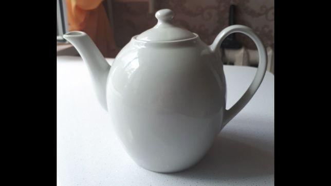 Продам большой заварочный фарфоровый чайник