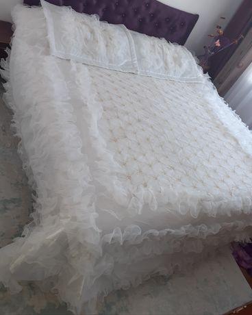 Продам  покрывало на двухспальную кровать