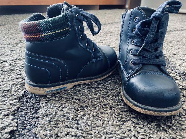 Ботинки осенние 25размер