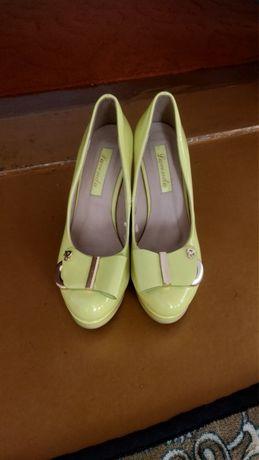 Продам туфли салатового цвета. ФОТО ВЫСВЕЧЕНО, В ЖИЗНИ ЦВЕТ НАСЫЩЕННЕЕ