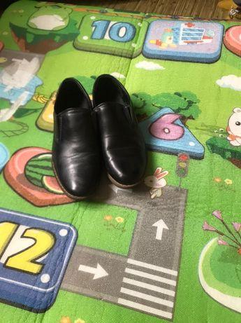 Продам туфли для мальчика