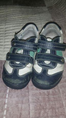 Продаю кроссовки Elegami разм25
