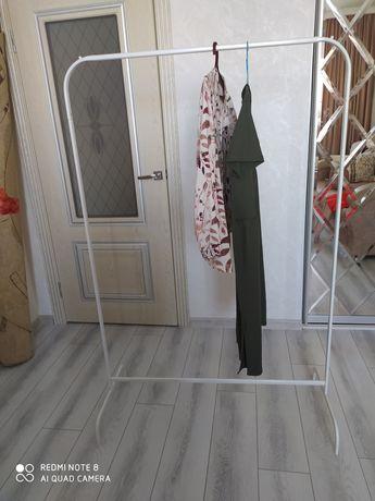 Вешалка Икея для одежды.