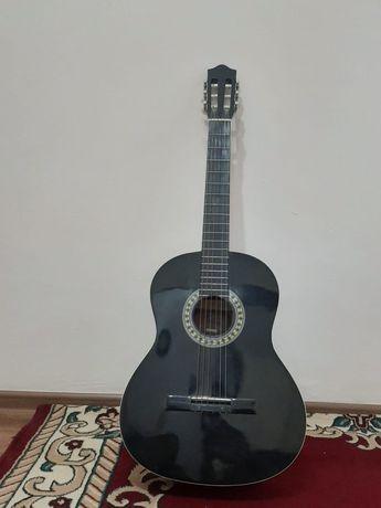 Гитара продам отличное состояние всё работает