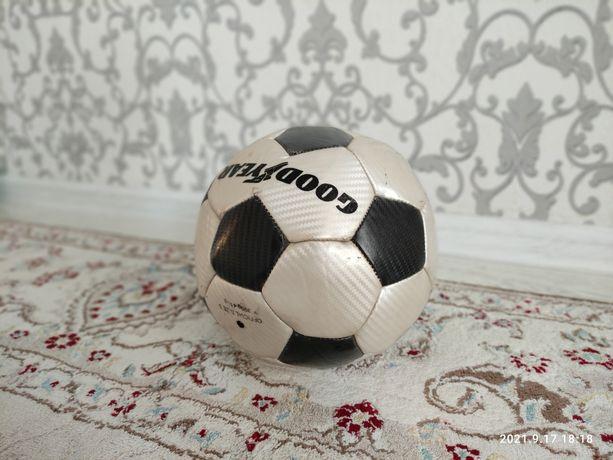Продам мяч футбольный