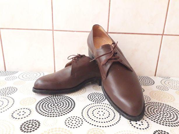 Pantofi de piele nepurtați, pentru bărbați