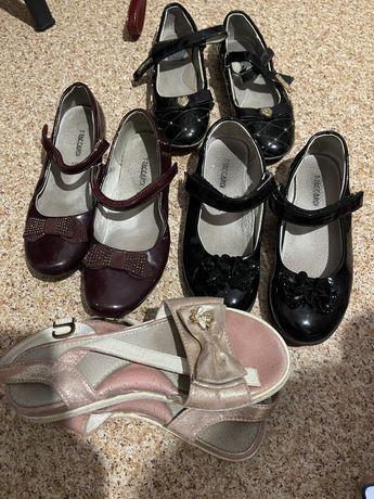 Туфли, сандалики детские, отдам бесплатно