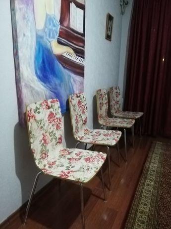 Продам четыре стула