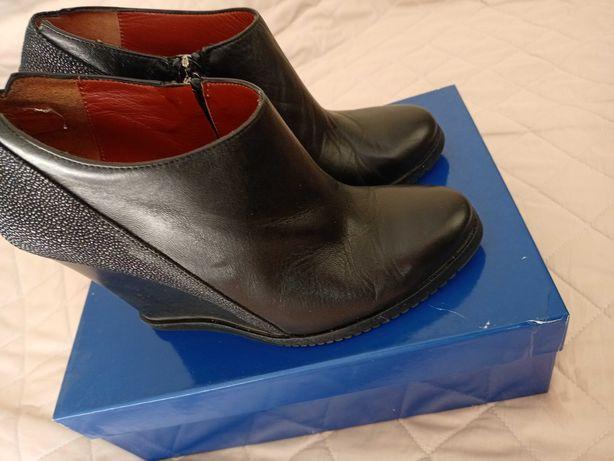Продам почти новые демисезонные кожаные ботинки, 38 рр