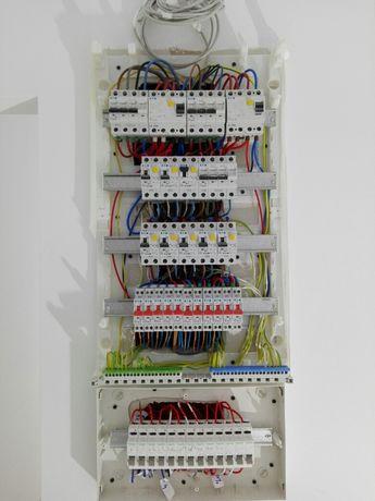 Electrician autorizat execut instalații electrice - case,apartamente,