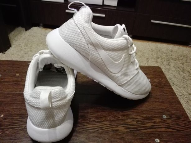 Adidasi Nike Roshe One,Marimea38,5!ORIGINALI!IMPECABILICa Noi!