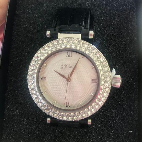 Дамски часовник със сваровски