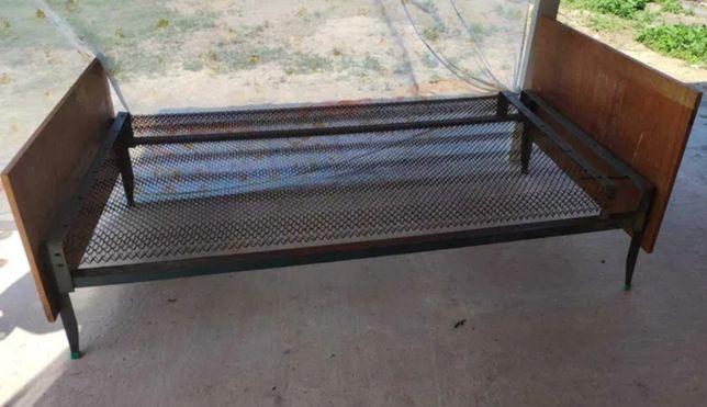 Продам кровать с панцирной сеткой