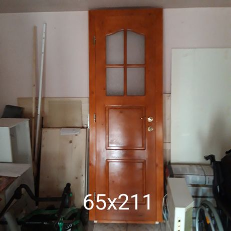 Uși interioare din lemn de molid pentru baie.