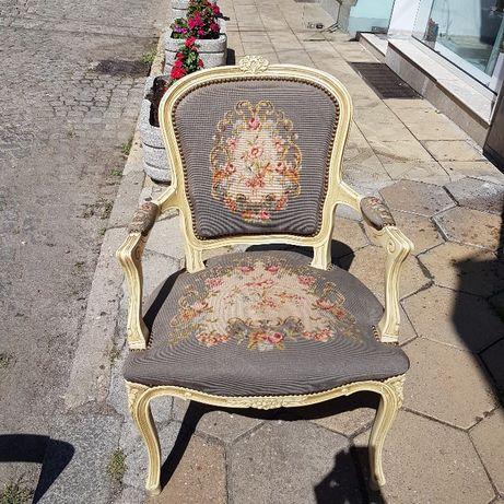 кресло антик бяло на цветя