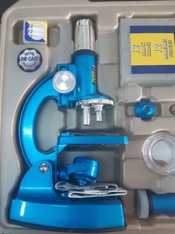 Microscop  de metal cu accesorii