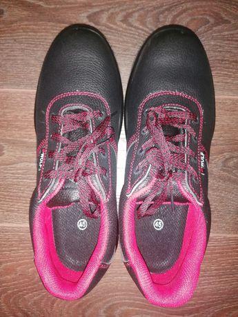 Продавам работни обувки с желязно бомбе