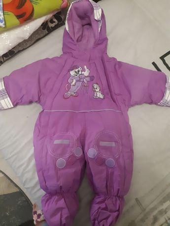 Combinezon cu gluga pentru bebe
