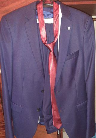 Костюм с брюкой  один раз одевали на свадьбу производство Турция
