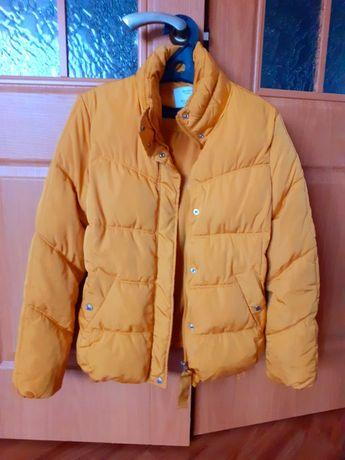 Куртка bershka Размер 42. Состояние отличное. Капюшон съёмный.
