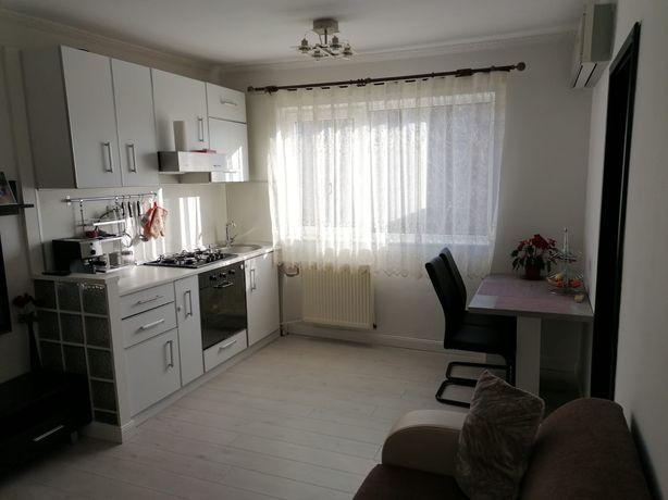 Vând apartament tip X cu 3 camere!