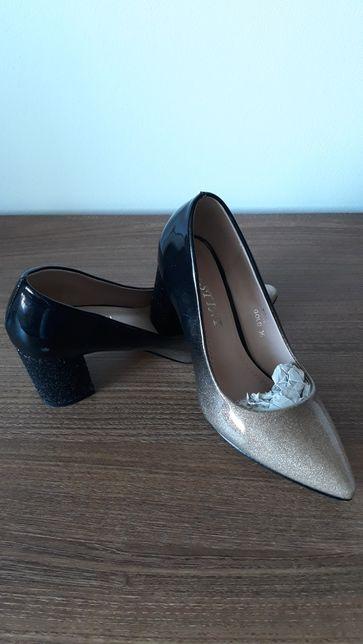 Pantofi lacuiti nr 36