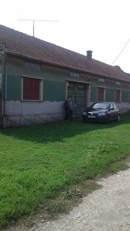 Vand casa / gospodarie la 40 km de Timisoara