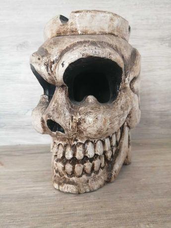 Дървен череп пепелник дърворезба