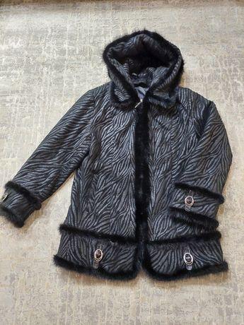 Куртка  осень-зима, с капюшоном