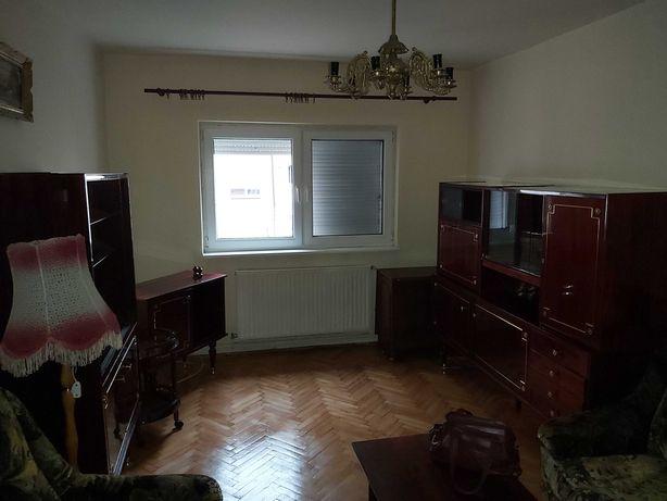 Apartament cu 3 camere,decomandat,etaj 2,zona centrala