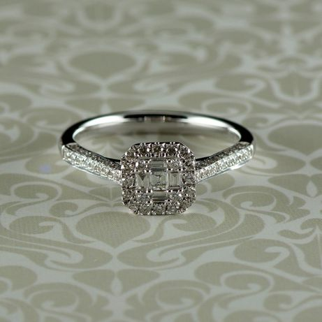 Inel cu diamante, 2,99 grame aur alb 18k (cod 8246)