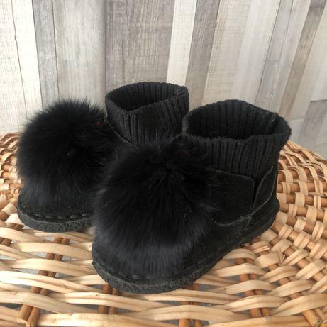 Ботинки на девочку 2-3 годика