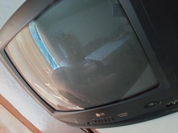 Продам телевизор в рабочем состоянии. LG