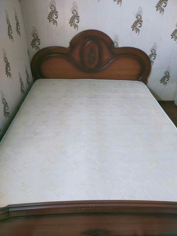Продаётся спальный гарнитур