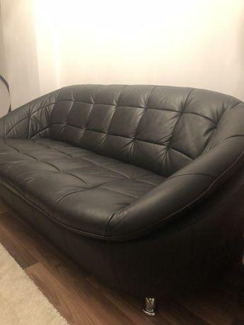Vând canapea neagră piele