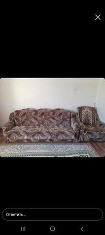 Продается диван с двумя креслом