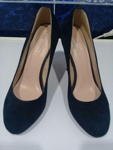 Продам замшевые синие туфли