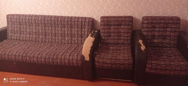 Диван с креслом.