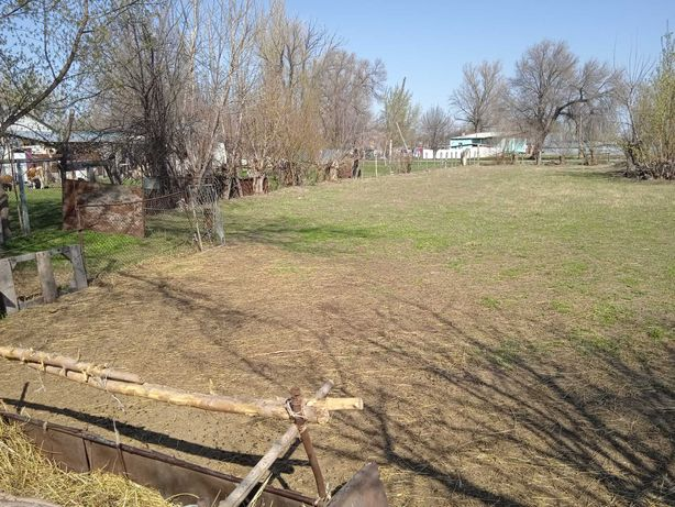 участок под дачу или огород.